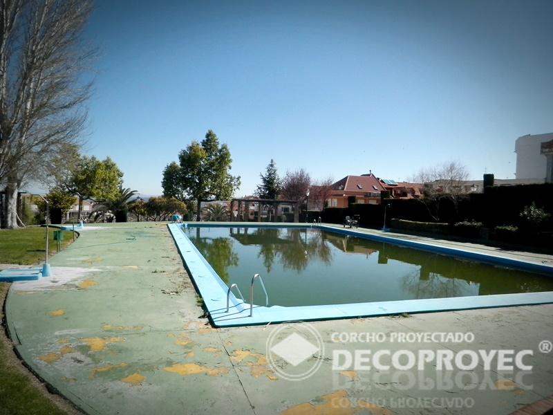 Reparaci n de pavimento perimetral piscina corcho proyectado decoproyec andalucia - Pavimento de corcho ...